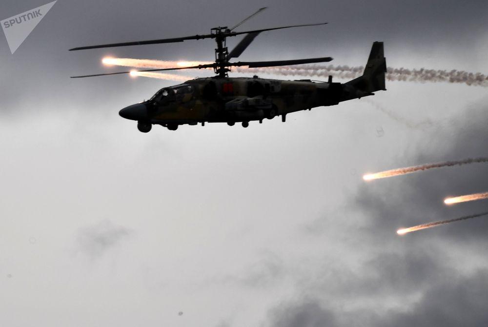 Helicóptero de ataque Ka-52 mobilizado durante exercícios militares da Organização do Tratado de Segurança Coletiva (OTSC)