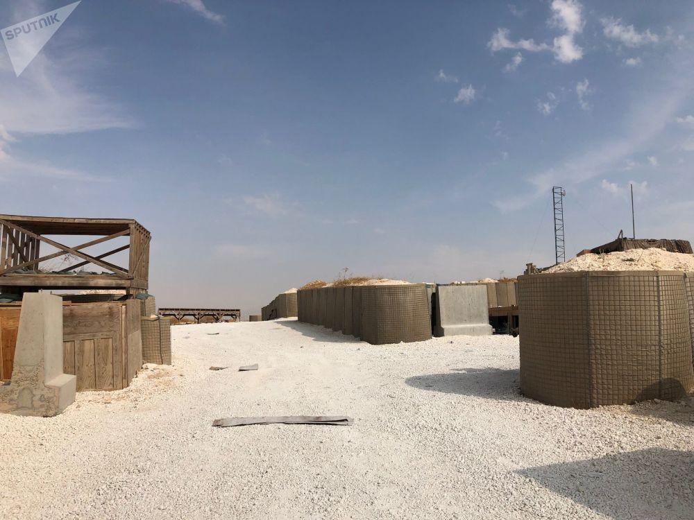 Base de coordenação aérea do Exército dos EUA abandonada em Dadat, nos arredores de Manbij, no nordeste da Síria
