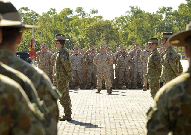 Fuzileiros navais dos EUA e militares australianos na base militar de Robertson, Austrália