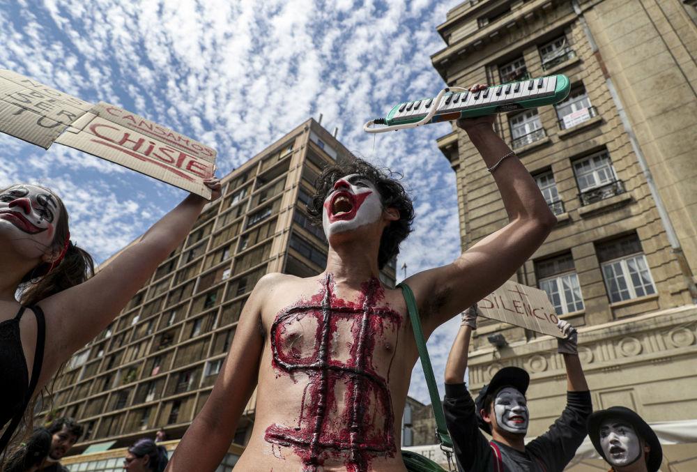 Manifestantes exigem liberdade de expressão e protestam contra a desigualdade social crescente no Chile