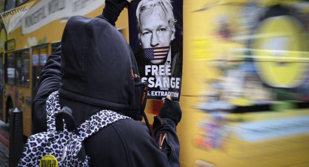 Ação de apoio a Julian Assange em Londres