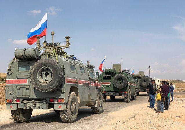 Veículos blindados da Polícia Militar russa perto de Kobane, na fronteira sírio-turca (foto de arquivo)