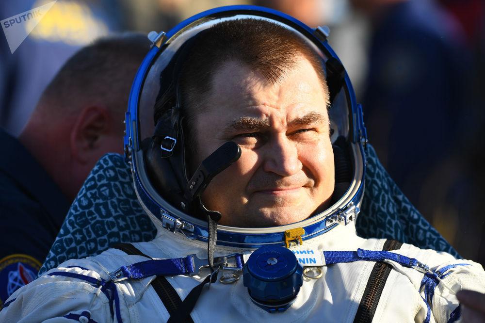 Cosmonauta da Roscosmos, Aleksei Ovchinin, após o desembarque do veículo de descida da nave tripulada Soyuz MS-12