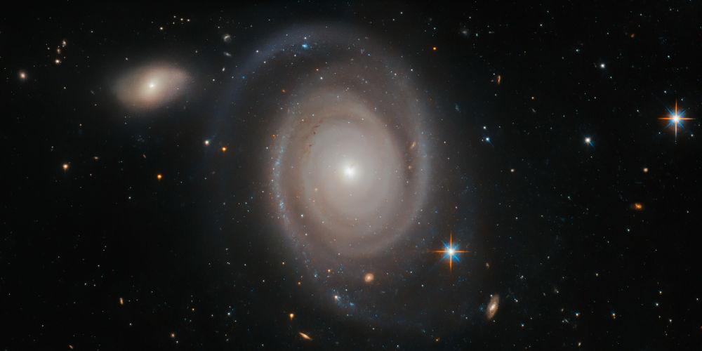 Galáxia espiral NGC 1706 na constelação Dourado