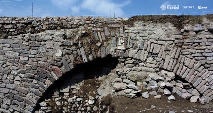 Túnel asteca encontrado no México