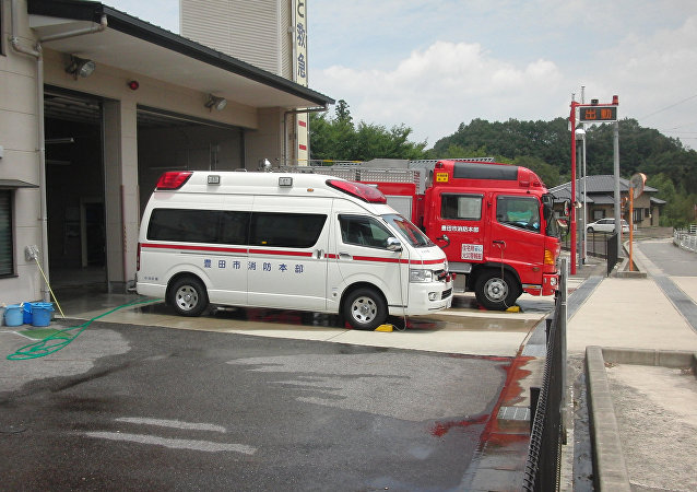 Ambulância e caminhão dos bombeiros no Japão (arquivo)