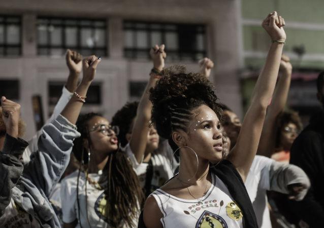 Marcha das Mulheres Negras em São Paulo (SP). A concentração aconteceu na praça da República. A marcha traz como reivindicações os temas de sem violência, sem racismo, sem discriminação, sem fome, com dignidade, educação, trabalho, aposentadoria e saúde.