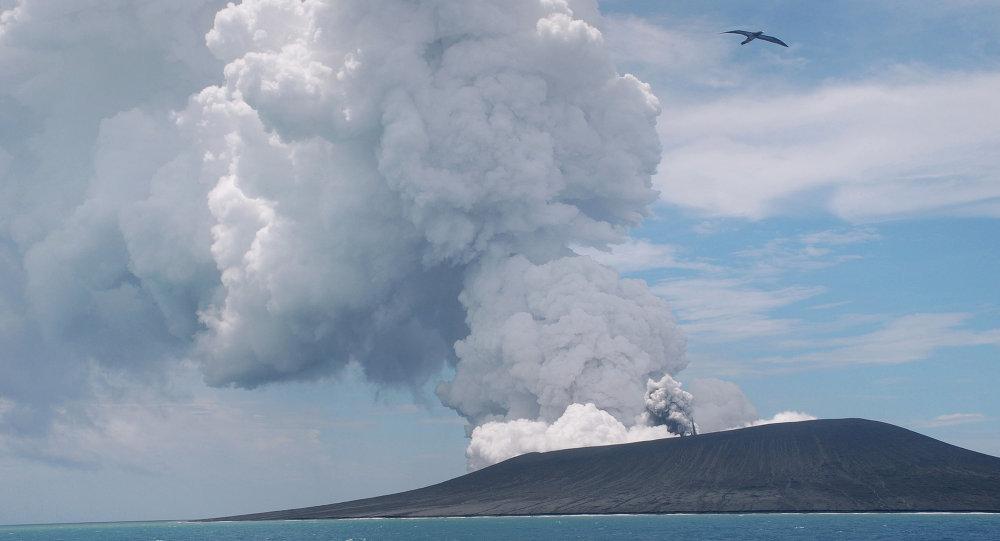 Errupção de vulcão em uma das ilhas de Tonga