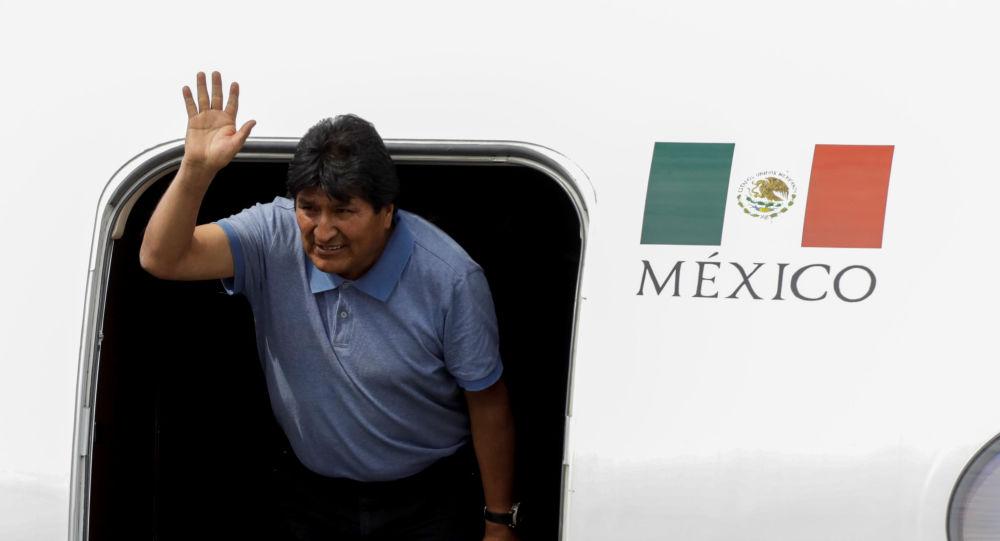 Ex-presidente boliviano Evo Morales desembarca no aeroporto da Cidade do México