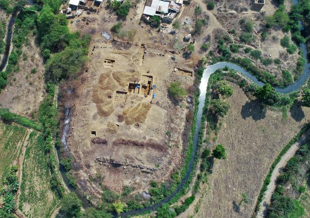 Vista aérea das escavações no complexo arqueológico de El Toro