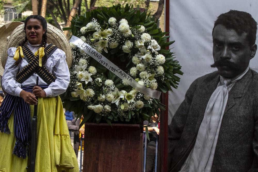 Con desfile México celebra 109 años del inicio de la Revolución