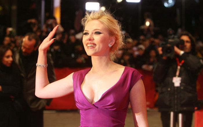 Scarlett, aos 24 anos, no tapete vermelho do 58º Festival Internacional de Cinema de Berlim antes da estreia do seu filme A Outra, do diretor britânico Justin Chadwick, em 2008.