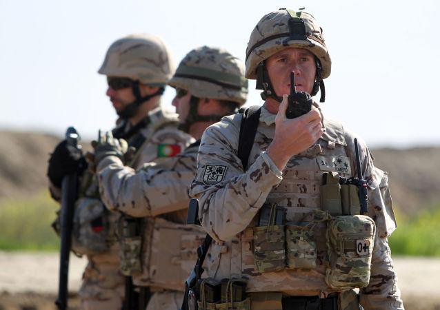Militares portugueses monitorando o território no Iraque
