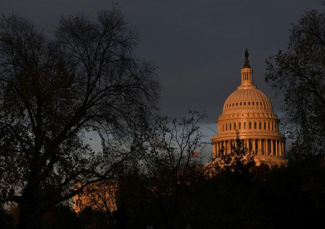 O prédio do Capitólio visto no por do sol, no Distrito Federal de Washington, nos EUA, em 22 de novembro de 2019