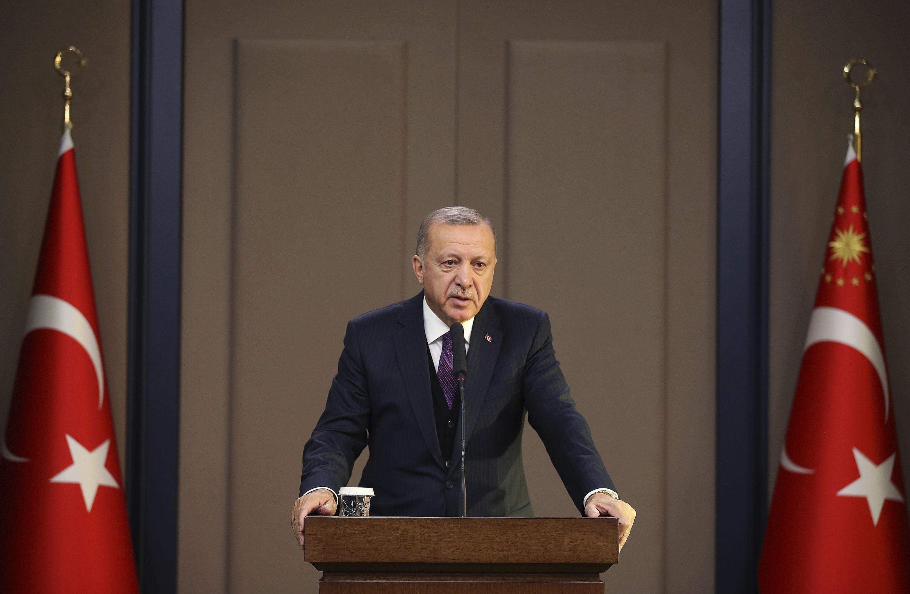 Presidente da Turquia em conferência de imprensa antes de embarcar para a Conferência de Líderes da OTAN, em Londres, no dia 03 de dezembro de 2019
