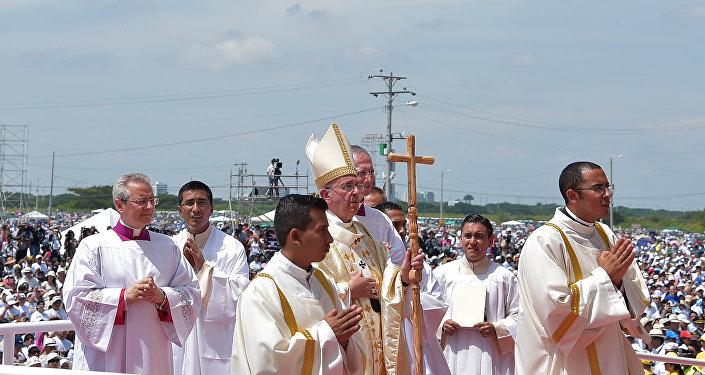 Papa Francisco discursa para multidão em Guayaquil, maior cidade do Equador
