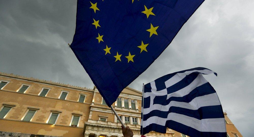 Bandeiras da Grécia e da União Europeia, Atenas, Grécia.