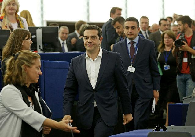 O premiê da Grécia, Alexis Tsipras, chega ao Parlamento Europeu.