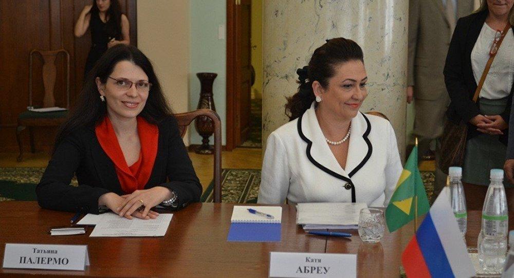 Ministra Kátia Abreu durante visita a Moscou