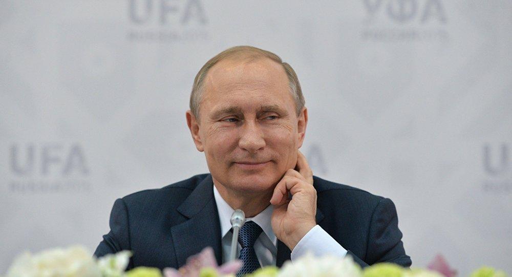 O presidente da Rússia, Vladimir Putin, durante o encontro com os representantes  dos sindicatos dos países do BRICS