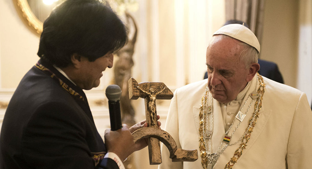 Evo Morales durante encontro com o Papa Francisco na Bolívia em julho de 2015
