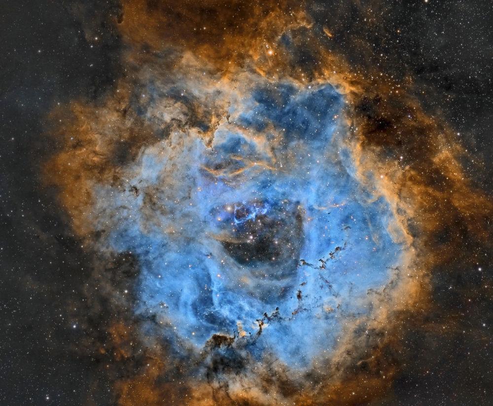 A foto de Juan Ignacio Jiminez Roseta-NBv5. Cerca de 50 anos-luz de diâmetro.