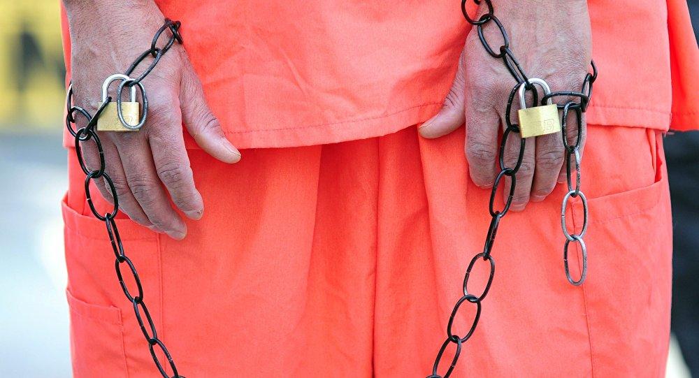 Manifestante como um prisioneiro