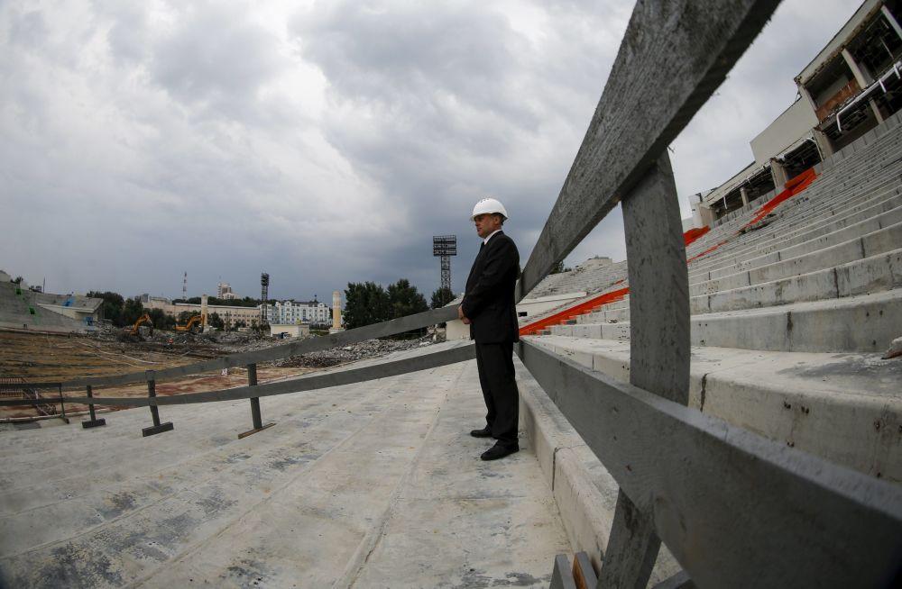Obras de construção do estádio Central, em Ecaterimburgo