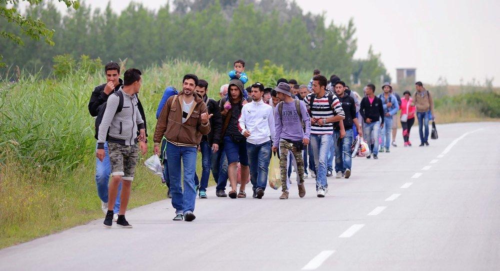 Parlamento húngaro aprova detenção sistemática de refugiados