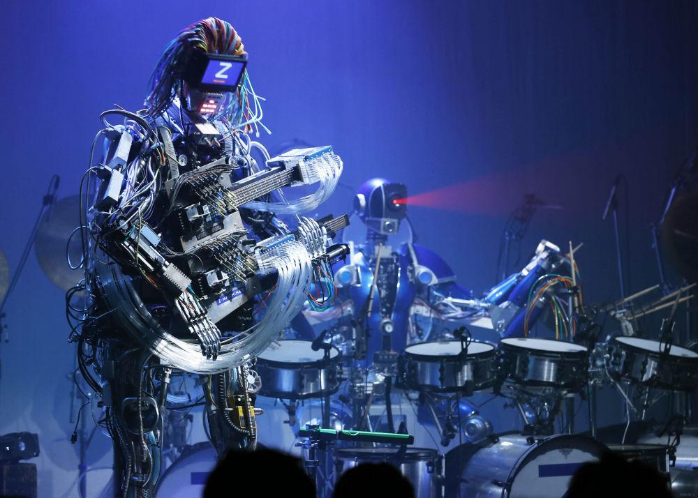 Banda de música de robôs em Tóquio.