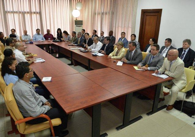 Reunião entre negociadores das FARC e do governo colombiano, em Havana, Cuba.