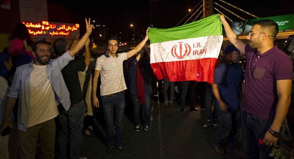 Iranianos celebram acordo nuclear