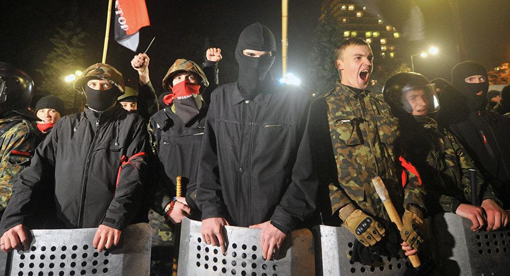 Membros do grupo ultranacionalista ucraniana Setor de Direita