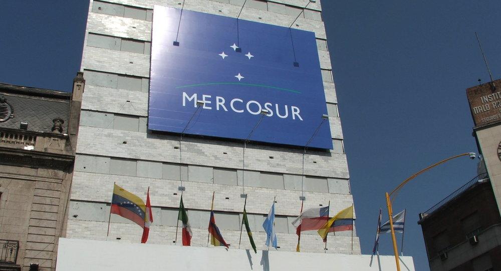 Brasil, Argentina, Paraguai e Uruguai decidiram suspender a Venezuela do Mercosul por considerar que o país rompeu a ordem democrática