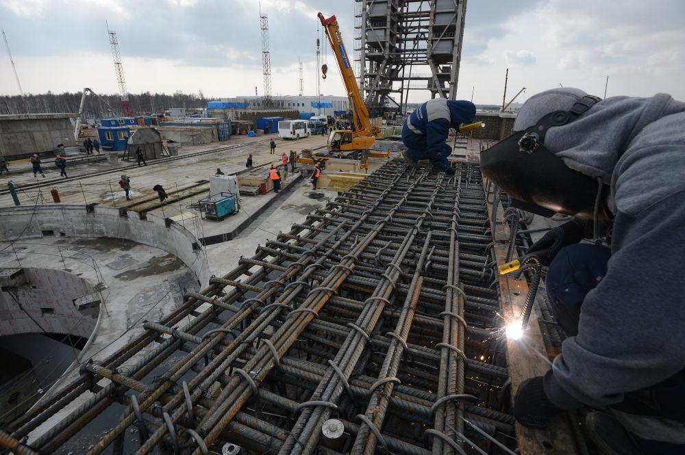 Trabalhadores na construção do cosmódromo Vostochny na região de Amur, Rússia.
