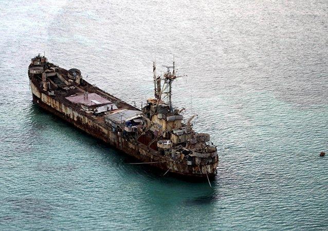 Navio de guerra filipino Sierra Madre que funciona como posto avançado do país para sua reivindicação a banco de areia no Mar do Sul da China reclamado por outras nações.