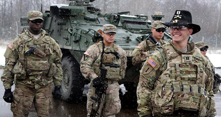 Soldados norte-americanos em centro da OTAN no Leste Europeu