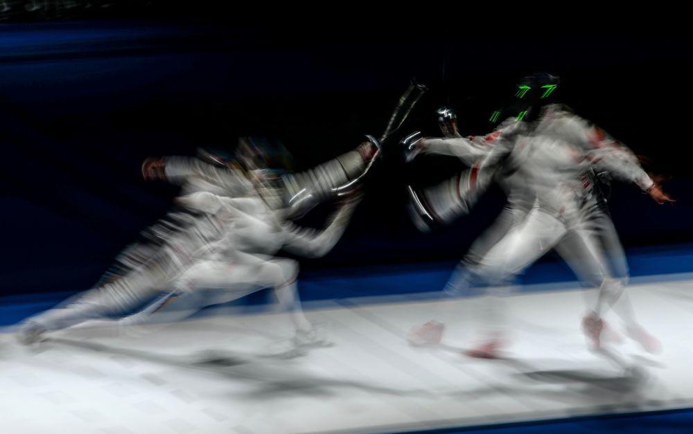 Emma Samuelsson e Xu Anqi na semifinal do Campeonato Mundial de Esgrima em Moscou na categoria de espada