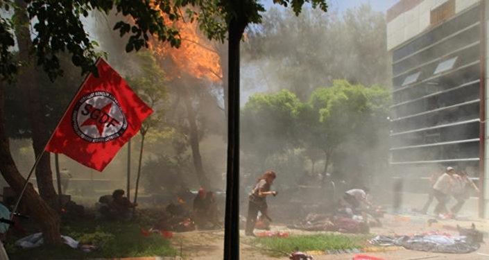 Local do atentado em Suruc, perto da fronteira com a Síria