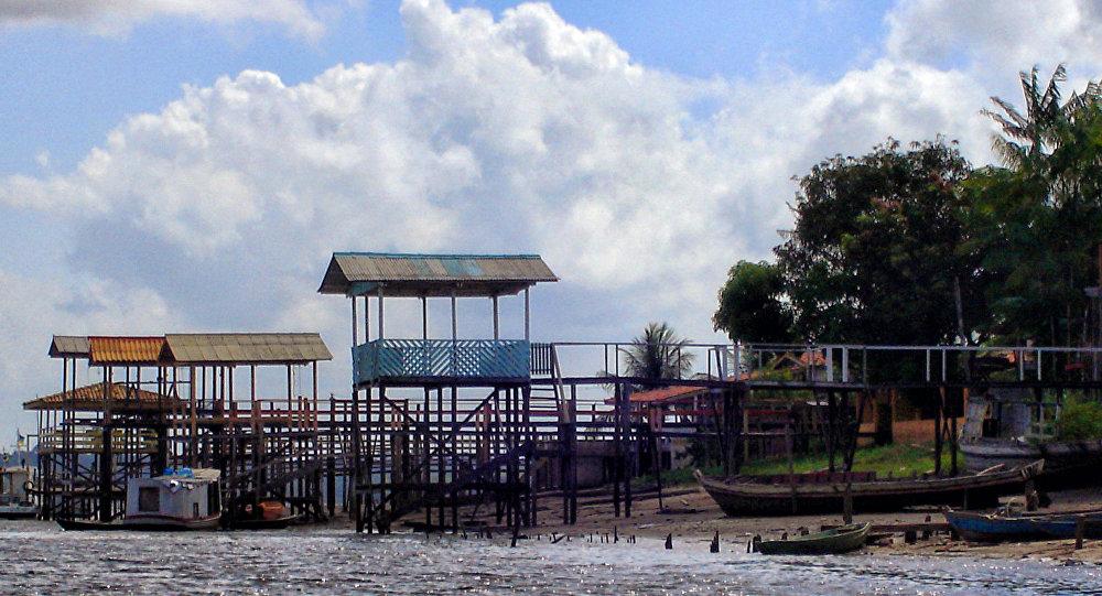 Avião de pequeno porte cai e mata três pessoas em Manaus