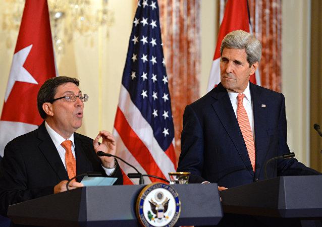 Secretário de Estado norte-americano, John Kerry, recebeu em seu gabinete o ministro cubano das Relações Exteriores, Bruno Rodríguez, na primeira reunião deste nível entre os dois países em 57 anos