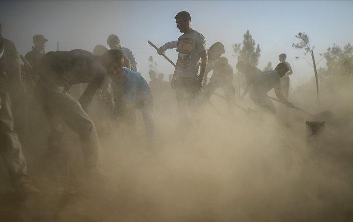 Enterro das vítimas da explosão em Suruc
