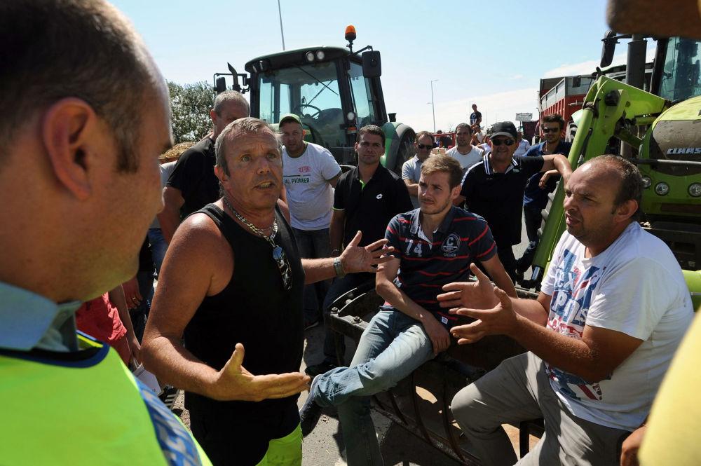 Grande manifestação de agricultores franceses na cidade de Quimper