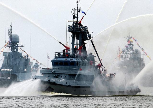 Ensaio para a parada do dia da Marinha da Rússia em Baltiysk. A Frota do Báltico.