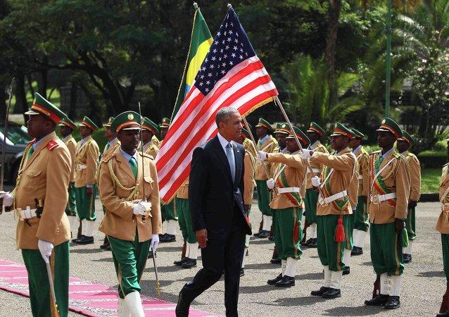 Presidente dos EUA, Barack Obama, em cerimônia de recepção no Palácio Nacional de Adis Abeba, capital da Etiópia, em 27 de julho de 2015