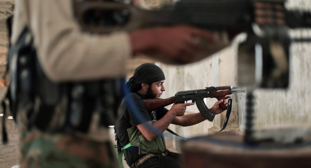 Rebeldes da Frente Islâmica em combate com militantes do Estado Islâmico