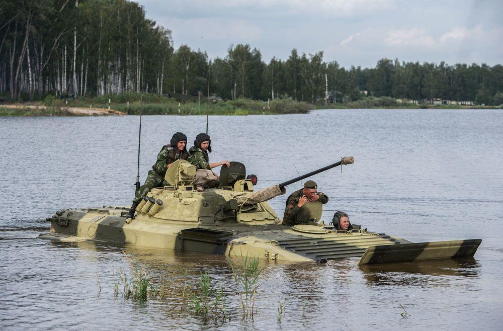 Militares das Forças Armadas da Rússia estão se preparando para os Jogos Internacionais de Exército 2015. O evento tem lugar no polígono de Alabino na região de Moscou, Rússia.