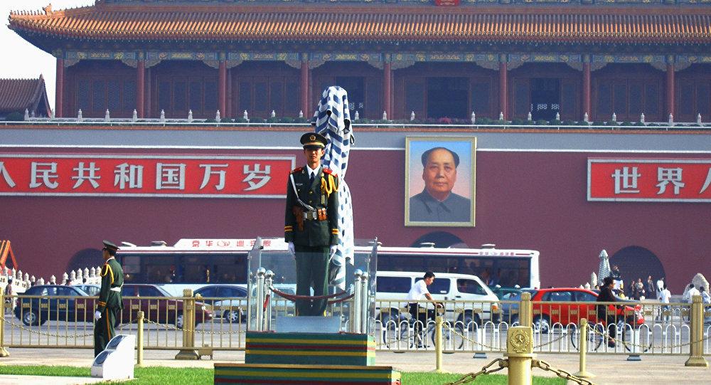 Soldado na praça Tiananmen