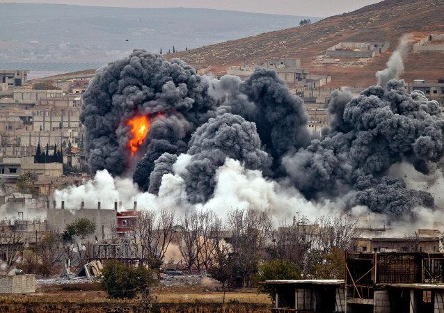 Kobane após ataques aéreos realizados pela aviação americana