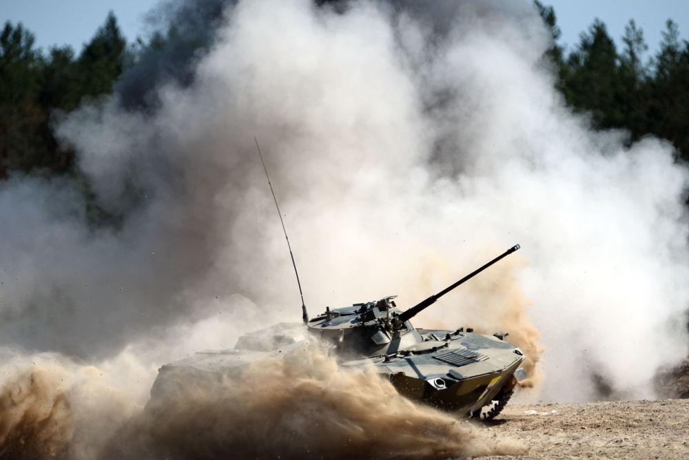 Corrida nos veículos de combate das Tropas Aerotransportadas da Rússia.